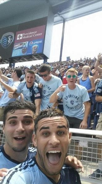 Sim Já Todos estavamos à espera disto as selfies a infiltrarem-se no futebol