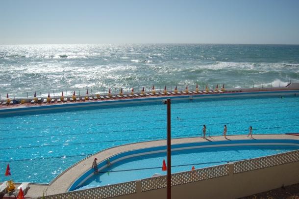 7 piscinas a visitar em lisboa e arredores online24 for Piscina 7 de agosto